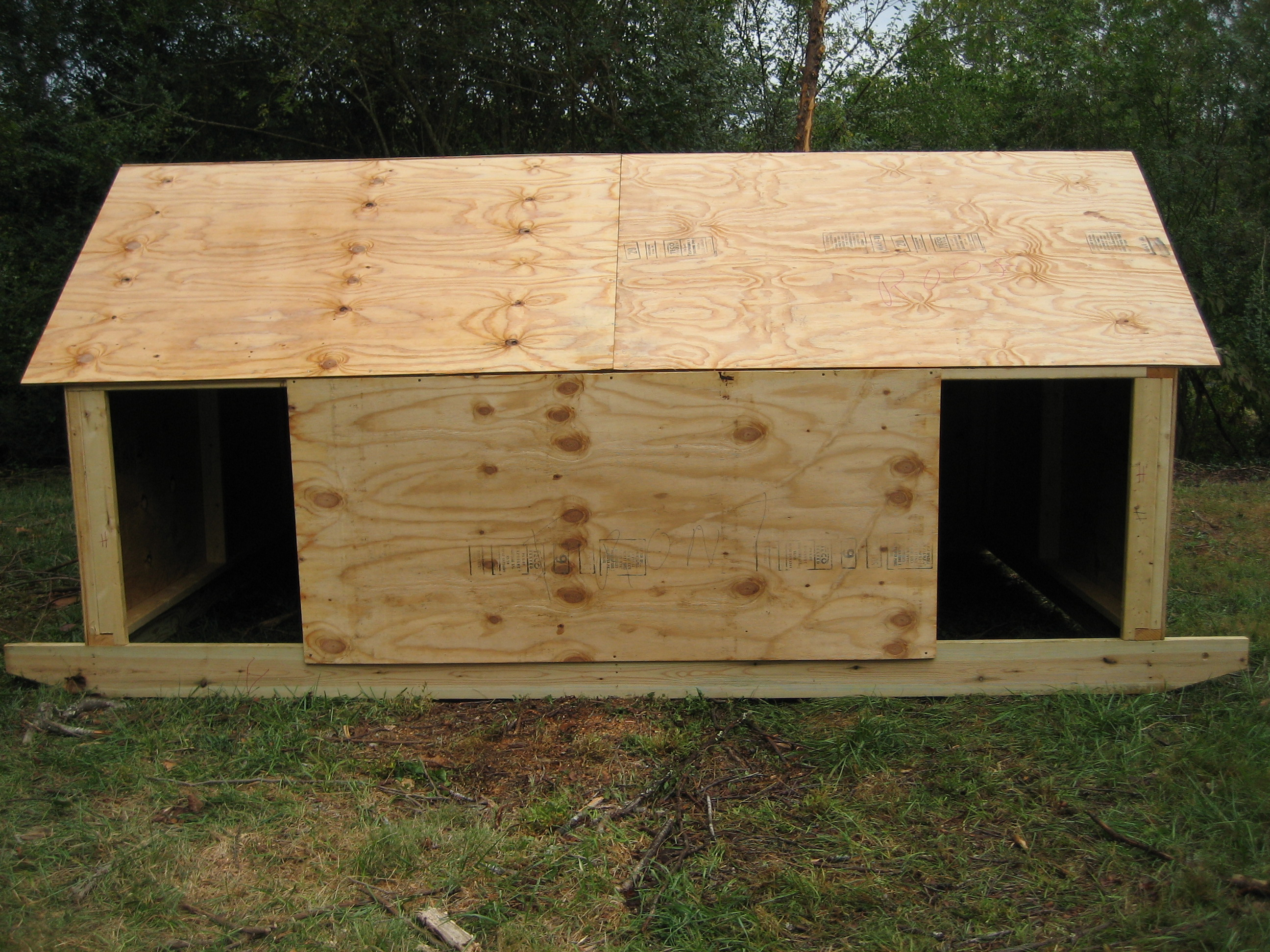 how to build a pig shelter